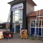 Maling af facade hos Rema1000 i Kalundborg